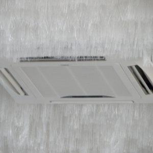 Смонтированный внутренний блок кассетного кондиционера